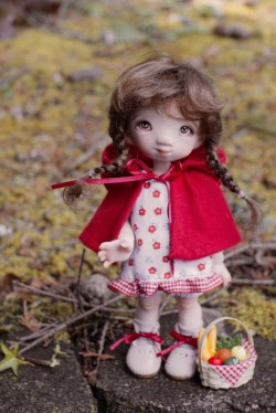 Linda Macario Dolls - ​Porcelain Little Red Riding Hood